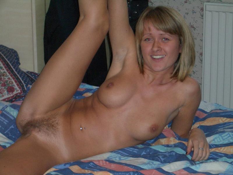 Взбитые сливки на теле женушки-шалуньи